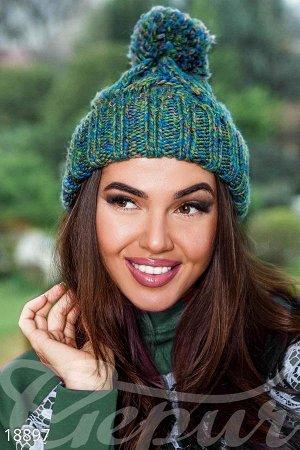 Шапка Теплая зимняя шапка крупной вязки, дополненная широкой манжетой, помпоном и эластичной вставкой с изнаночной стороны.