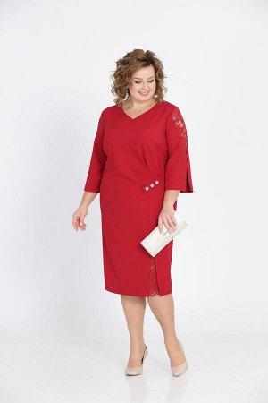 Платье Платье Pretty 807 бордо  Состав ткани: Вискоза-20%; ПЭ-76%; Эластан-4%;  Рост: 164 см.  Платье полуприлегающего силуэта. Перед с нагрудными вытачками и ассиметричным оформлением в виде боковог
