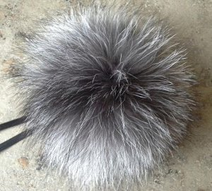 Помпон из лисы чернобурки около 15-17 см