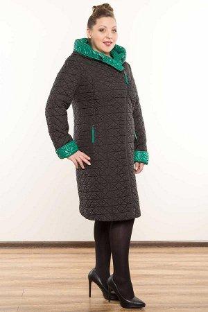 Пальто Ткань: Верх – полиэстер 100%. Подкладка – полиэстер 80%, вискоза 20% Пальто полуприлегающего силуэта с отделкой из контрастной ткани внутри. Модель с асимметричной застежкой на молнию. Край кап