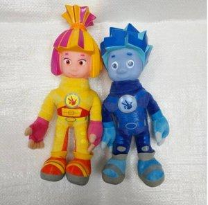 Фиксик Нумерацию ведем слева направо. Говорит фразы из мультфильма. Лицо у игрушек резиновое, не мягкое. Высота около 28 см. Вес 160 гр.