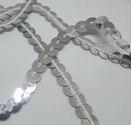 Пайетки на нитке. Серебро