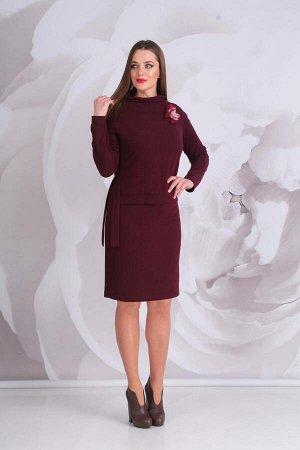 Платье Платье Golden Valley 4520 бордо  Состав ткани: ПЭ-46%; ПАН-54%;  Рост: 170 см.  Платье с цельнокроеным воротником-стойкой, двуслойное. Верхняя часть платья отлетная. По переду отлетной детали