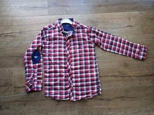 Рубашка Утепленная рубашка для мальчика, с длинным рукавом, на рукавах - декоративные латки.  Воротник - стойка. Застегивается на пуговицы. Размеры в наличии:  6-7 лет: длинна 52.рукав 40 пог38  7-8ле