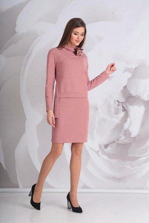 Платье Платье Golden Valley 4520 сухая роза  Состав ткани: ПЭ-46%; ПАН-54%;  Рост: 170 см.  Платье с цельнокроеным воротником-стойкой, двуслойное. Верхняя часть платья отлетная. По переду отлетной де