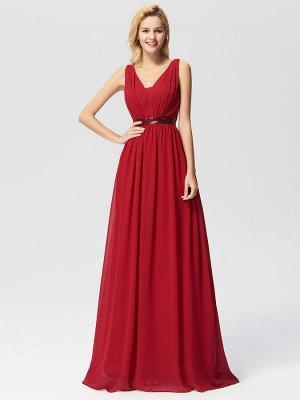 Шикарное яркое красное платье с блестящим поясом из пайеток и пышной юбкой