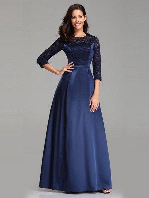 Вечернее длинное синее атласное платье с рукавами и кружевной вставкой на лифе