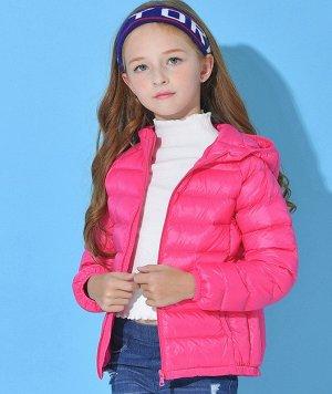 Ультралегкая детская куртка с капюшоном и контрастным подкладом, цвет красная роза