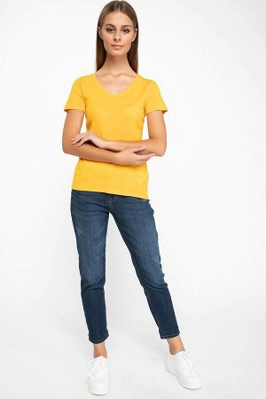 Желтая футболка