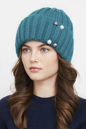 Теплая и красивая шапка, идёт к шарфу