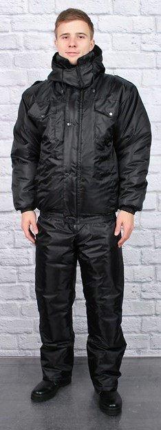 Костюм Костюм теплый с полукомбинезоном. Куртка укороченная на резинке, с пристегивающимся капюшоном на петли пуговицы и с центральной бортовой застежка на молнию и ветрозащитным клапаном на кнопках,