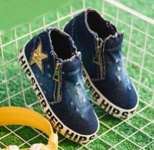 Кеды Сегодня одной из самых популярных типов обуви являются кеды. Это уже не только спортивная обувь, а стильная повседневная. В отличие от кроссовок и других видов спортивной обуви, подошва кед изгот