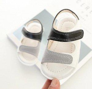 Детские сандалии белые