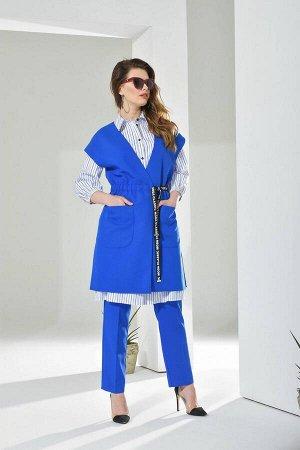 Платье Платье Anna Majewska А221  Состав ткани: Хлопок-100%;  Рост: 170 см.  Платье-рубаха на сквозной застежке планке по переду. Выше палии подрез-складки. Низ присобран. Рукав 7/8 присобран внизу н