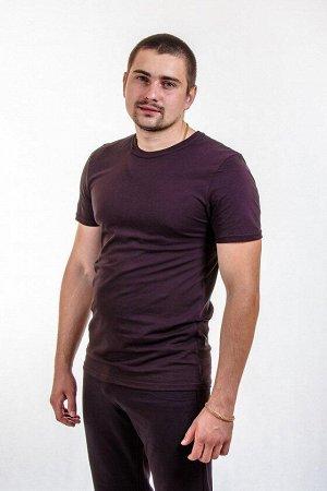 Футболка Мужская футболка выполнена из однотонного хлопкового полотна. Горловина имеет круглый вырез. Свободный крой футболки обеспечивает свободу движений. Благодаря натуральному составу ткани, издел