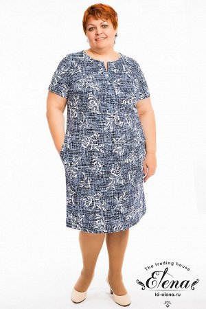 Платье Платье выполнено из хлопковой ткани, длина немного выше колена. На груди расположена декоративная планка на пуговицах, два боковых кармана делают платье удобным для повседневной носки. Набивные