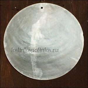 Подвеска кулон перламутровая, цвет естественный белый, р-р 60мм, толщина 1мм, диаметр отв. 1.6мм.