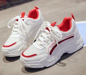 Белые кроссовки,вставка красная. 22 см по стельке. На 34-35