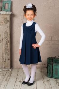 Красивый свободный школьный сарафан синего цвета