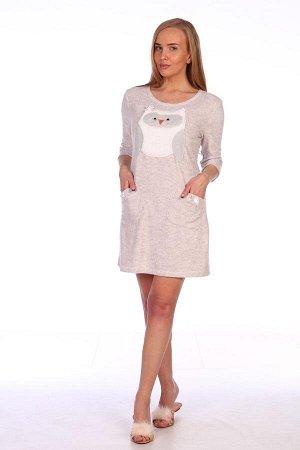 Платье Платье домашнее женское из махры с аппликацией «Совушка». Платье полуприлегающего силуэта, с втачным рукавом и двумя накладными карманами с декоративными бантиками.Длина изделия на 10 см выше