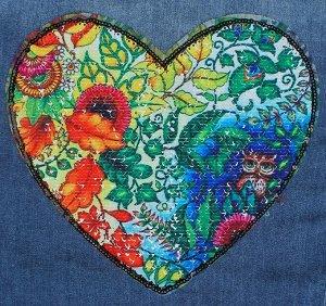 """Пришивная аппликация с пайетками """"Цветы/happy days"""", двусторонняя, в форме сердца, 21 х 20см"""