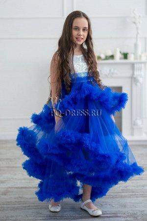 Платье Нарядное пышное платье с многоярусной юбкой-воланами. Верх платья из пайеток, на хлопковом подкладе. Застегивается сзади на молнию и завязывается на поясок.***На фотографиях девочки ростом око