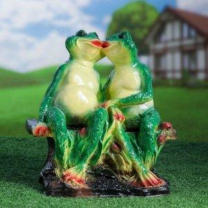 """Садовая фигура """"Две лягушки на лавочке"""" 21х29х35см"""