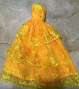 Платье желтое с кружевами