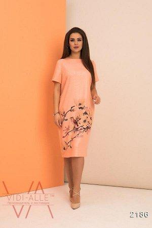 Стильное платья из льна цвета персик с цветочным принтом