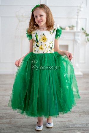 Платье Нарядное платье из плотного прокатного атласа с принтом. Пышная многослойная юбка. Подклад хлопок. Сзади платье завязывается на поясок. Молния по спинке. * * На фотографии девочка рост 140см, п