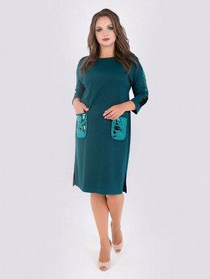 Платья Удобноеплатье прямого силуэтавыполнено из трикотажного полотна насыщенной расцветки. Горловина оформлена круглым вырезом. Втачные рукава длиной 3/4, со спущенной линией проймы декорированывс