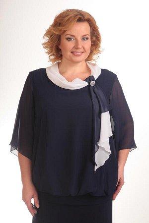 Блуза Блуза Pretty 380 темно-синяя  Состав: Вискоза-20%; ПЭ-80%; Сезон: Осень-Зима Рост: 164  Блуза прямого силуэта на эластичном притачном поясе по низу, который формирует легкую сборку по линии при