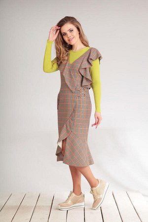 Платье Платье Golden Valley 46284  Состав ткани: Вискоза-26%; ПЭ-70%; Эластан-4%;  Рост: 170 см.  Платье без воротника, с V-образным вырезом горловины. Застежка на потайную молнию в среднем шве спинк