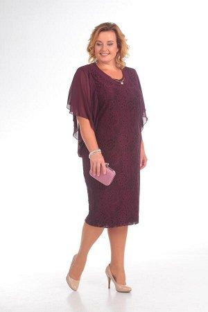 Платье Платье Pretty 148 баклажан  Рост: 164 см.  Это стильное платье станет идеальным вариантом для дам с любой фигурой. Красивый гипюр, летящий шифоновый рукав, переходящий из передних рельефов на