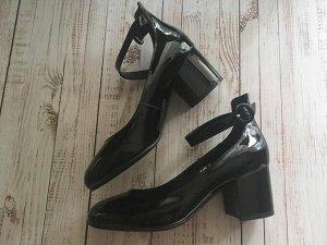 Туфли женские черный лак