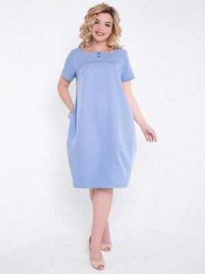 Платья Привлекательное платье силуэта «бочонок» выполнено из костюмной ткани голубого цвета. - вырез горловины квадратный - по переду и спинке прямая кокетка - кокетка переда с застежкой на две пугови