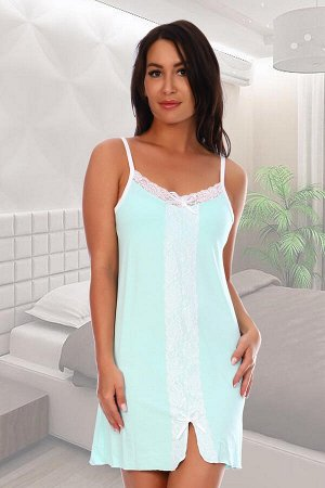 Сорочка Состав: 92% вискоза, 8%лайкра, ткань: вискоза . Изящная сорочка на бретелях очень нежных расцветок из вискозы. По переду настрочено белое кружево, переходящее в разрез, верх также отделан мягк