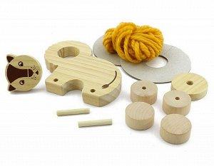 Помпон Лев «Помпон-Лев» является отражением современного вкуса и интереса детей 21 века. Это сборная модель состоит из деревянных деталей и матка гипоаллергенной нити. Игрушка собирается по инструкции