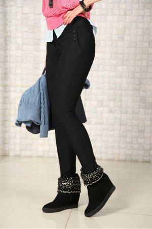 Брюки Модель представлена в нескольких тканях. Эти облегающие длинные брюки,представленные в нескольких цветовых решениях,приятны во всех отношениях.Отличная посадка по фигуре,со вкусом выполненная о