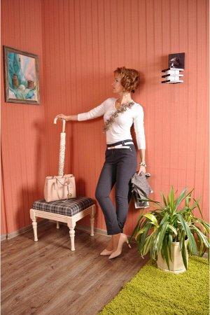 Брюки Эти прямые укороченные брюки из плотной и мягкой ткани приятны во всех отношениях.Модель представлена и в летних,и в демисезонных тканях и прекрасно зарекомендовала себя.Отличная посадка по фигу
