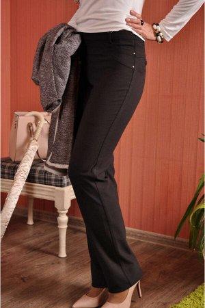 Брюки Теплые прямые брюки с высокой посадкой и идеально скроенной кокеткой сзади.Эта модель прекрасно зарекомендовала себя в разных тканях и порадует тех,кто любит безупречное облегание в области тали