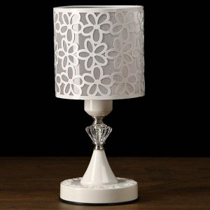 """Лампа настольная """"Белые цветы"""" 40W E27 белый 14.5х14.5х31 см"""