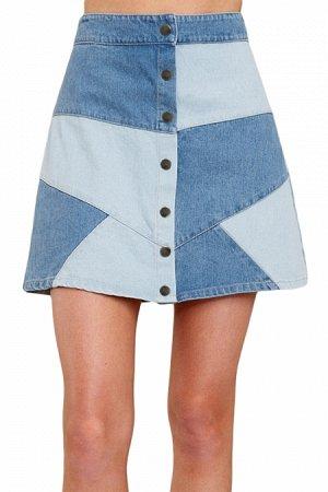 Сине-голубая джинсовая юбка-трапеция на пуговицах и с эффектом пэчворка