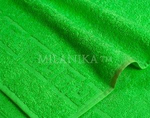 Зелёное махровое полотенце