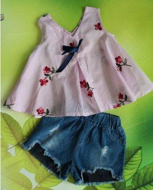 Костюм для девочки. Блуза розовая + джинсовые шорты.