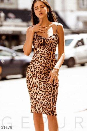 Приталенное леопардовое платье