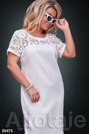 Льняное платье молочного цвета с коротким рукавом