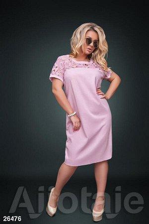 Льняное платье цвета пудра с гипюром