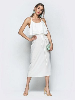 Платье Материал: Креп; Состав: 100% полиэстер; Растяжимость: нет Женственное платье на узких бретелях пересекающихся по спинке. Модель дополнена оборкой по груди. Застёгивается на потайную молнию сбок