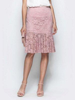 Юбка 32425 Облегающая юбка «рыбка» из гипюра с подкладкой. Застегивается молнией сзади. Замеры изделия в 44 размере: длина изделия – 60 см.